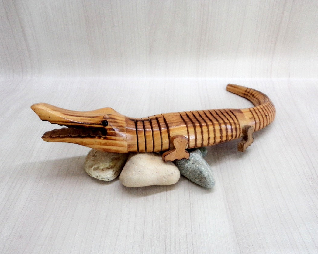 vintage wooden alligator crocodile figurine